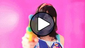 Suzuki Airi a °C-ute Momoiro Sparkling című MV-jében
