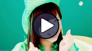 Okai Chisato a °C-ute Sekaiichi Happy na onna no ko című MV-jében
