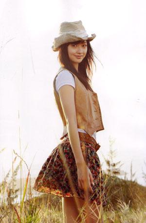 Kumai Yurina (Berryz Koubou) Flowerage című photobookjában.