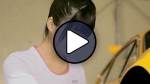 Tsugunaga Momoko (Berryz Koubou, Buono!) a Buono! Zasso no uta című MV-jében