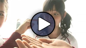 Suzuki Airi a °C-ute Koero! Rakuten Eagles című MV-jének forgatásán