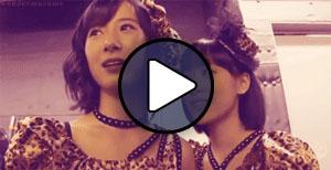 Ikuta Erina és Oda Sakura (Morning Musume) a Help me! PV forgatásán.