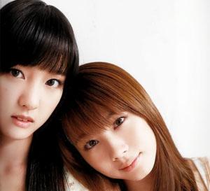 Iikubo Haruna és Ishida Ayumi (Morning Musume)