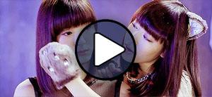 Ikuta Erina és Oda Sakura a Morning Musume Sexy cat no enzetsu című MV-jében