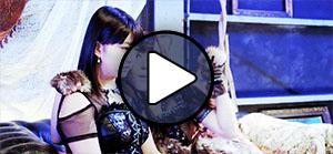 Haga Akane és Fukumura Mizuki a Morning Musume Sexy cat no enzetsu című MV-jében