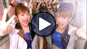 Kago Ai és Tsuji Nozomi (ex-Morning Musume) a Joshi Kashimashi Monogatari klipjében.