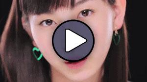 Uemura Akari (Juice=Juice) a Watashi ga iu mae ni dakishimenakya ne klipjében.