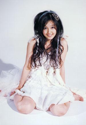 Kusumi Koharu (ex-Morning Musume) a harmadik, Koharu Nikki című photobookjában.