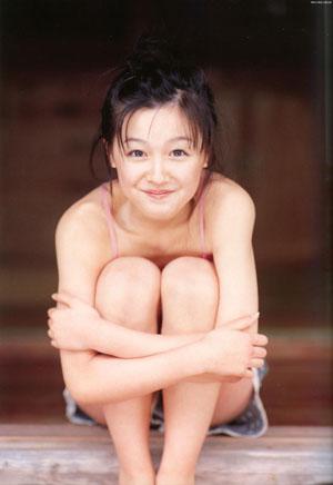 Kusumi Koharu (ex-Morning Musume) az első, Kusumi Koharu című photobookjában.