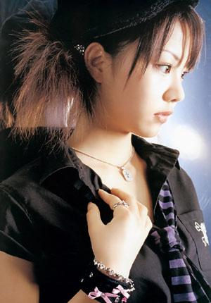 Tanaka Reina (ex-Morning Musume) az első, Tanaka Reina című photobookjában.
