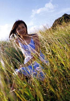 Yajima Maimi (°C-ute) a második, Sou Sola című photobookájban.