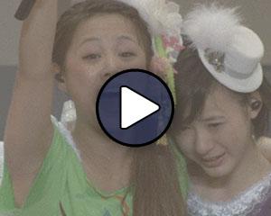 Niigaki Risa és Ikuta Erina (Morning Musume) Risa utolsó koncertjén.