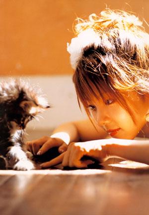 Tanaka Reina (ex-Morning Musume) harmadik, Shoujo R című photobookjában